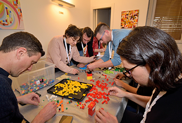 Innovation Engineering sceglie la Lego Challenge per il team building di Natale